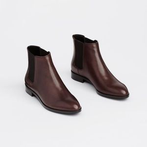 NWOB Ann Taylor Gail Chelsea Boots in Wine